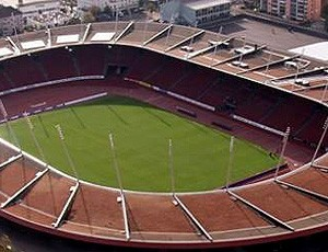Teto do Estádio Letzigrund, em Zurique, com painéis solares para produção de energia elétrica (Foto: Divulgação / Letzigrund)