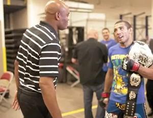 Anderson Silva e José Aldo se encontram em vídeo do UFC (Foto: Reprodução/Youtube)
