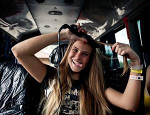 Marcella faz o cabelo nos intervalos. Haja lado B, hein! (Foto: Divulgação/Nike)
