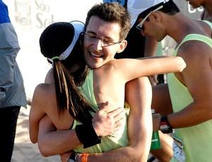 Abraço apertado na hora do encontro (Foto: Alexandre Durão/Globo Esporte.com)
