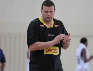 Márcio Azevedo, técnico do Vila Velha Basquete (Foto: Célio Messias/NLB)