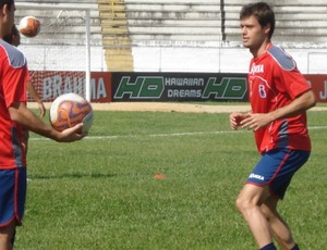 Douglas Packer, meia do Paraná Clube (Foto: Fernando Freire/GLOBOESPORTE.COM)