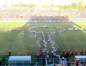 torcida em campo para o jogo entre Ceará e Fluminense (Foto: Edgard Maciel de Sá / GLOBOESPORTE.COM)