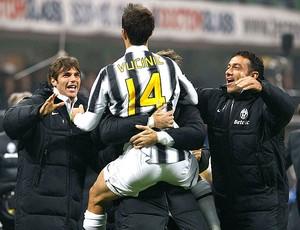 Vucinic comemora gol do Juventus contra o Inter de Milão (Foto: Reuters)