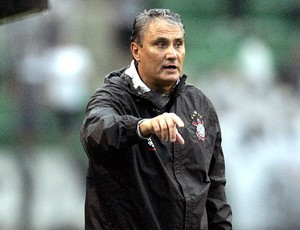 Tite no jogo do Corinthians contra o Avaí (Foto: Ag. Estado)