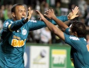 Jéci comemora o terceiro gol do Coritiba contra o América-MG (Foto: Divulgação / Coritiba)
