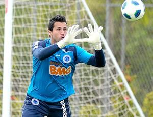 Fabio no treino do Cruzeiro (Foto: Pedro Vilela / VIPCOMM)