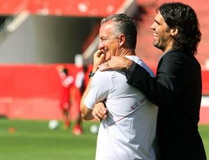 Dorival Junior e Fernandão no treino do Internacional (Foto: Marcos Nagelstein / VIPCOMM)