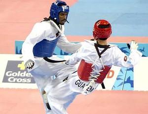 Diogo Silva (de azul) nos jogos Pan Americanos (Foto: Reprodução Globo Esporte)