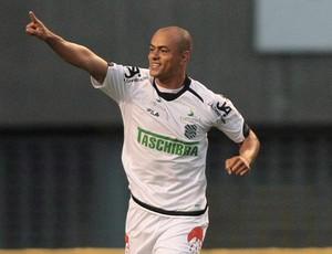 Julio Cesar comemora gol do Figueirense sobre o Botafogo (Foto: Bruno Gonzalez/Agência O Globo)