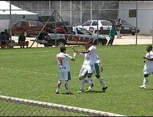 Pablo comemora o gol do Boa Esporte sobre o Itaúna (Foto: Reprodução/ TV Integração)