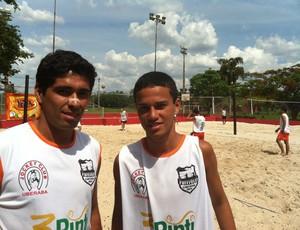 Igor Mateus e Sílvio Morgado Júnior participam do circuito de Futvôlei em Uberaba, MG (Foto: Luiz Vieira)