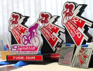 Troféus das corridas ciclísticas (Foto: Anderson Silva)