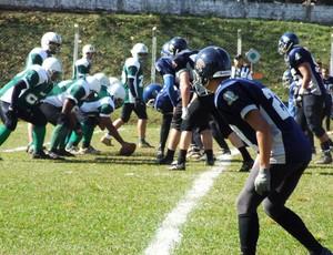 Uberlândia Lobos (de verde), equipe de futebol americano (Foto: Arquivo / Uberlândia Lobos)