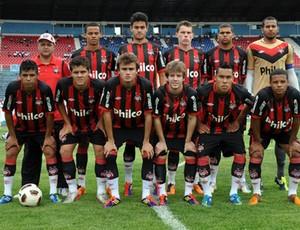 Atlético-PR sub-20 na decisão com o Londrina (Foto: Divulgação/Site oficial do Atlético-PR)