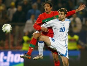 Bruno Alves e Zvjezdan Misimovic, Bosnia x Portugal (Foto: AP)