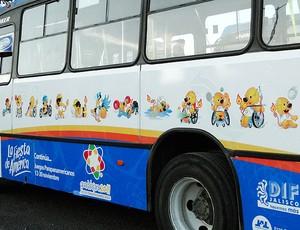 Parapan mascotes onibus (Foto: Helena Rebello / Globoesporte.com)