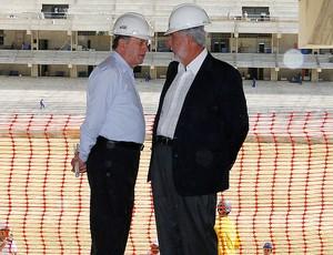 Os secretários Sérgio Barroso (Secopa) e Carlos Melles (Setop) (Foto: Lucas Catta Prêta / Globoesporte.com)