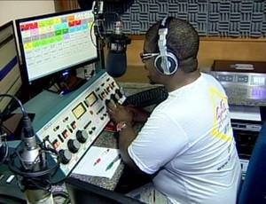 Radialista de Uberaba candidato a Bola Murcha de novembro,2011 (Foto: Reprodução/TV Integração)