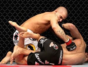Dustin Poirier vence a luta contra Pablo Garza no UFC (Foto: Getty Images)