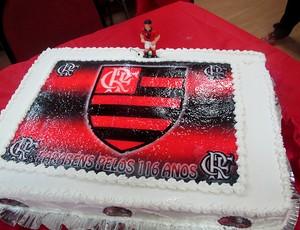 bolo chocolate os 116 anos do Flamengo (Foto: Janir Júnior / Globoesporte.com)