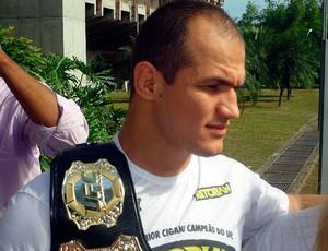junior cigano chega em salvador depois de ser campeão mundial (Foto: Eric Luis Carvalho/Globoesporte.com)