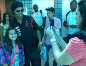 Ronaldinho em viagem do flamengo a Curitiba (Foto: Divulgação/Twitter)