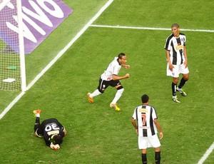 Liedson faz gol do Corinthians (Foto: Marcos Ribolli / Globoesporte.com)