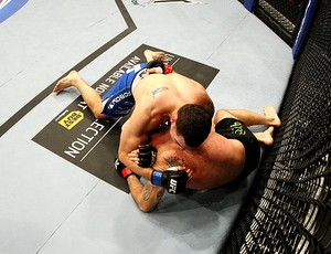 UFC 139 - Tom Lawlor e Chris Weidman (Foto: Agência Getty Images)