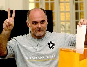 Mauricio Assumpção na votação do Botafogo (Foto: Fernando Soutello / Divulgação AGIF)