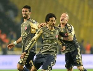 Cristian do Fenerbahçe comemora (Foto: Duvulgação / Site Oficial Fenerbahçe)