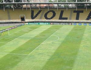 Gramado ruim Volta Redonda (Foto: Thiago Fernandes / Globoesporte.com)