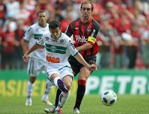 Paulo Baier e Leandro Donizete, Atlético-PR x Coritiba (Foto: Heuler Andrey/Agência Estado)