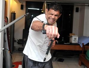 ufc minotauro fisioterapia (Foto: André Durão / Globoesporte.com)