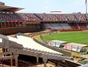 obras no estádio Beira-Rio do Internacional (Foto: Wesley Santos / Ag. Estado)
