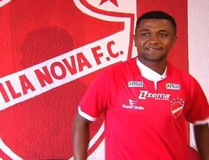 Assis, lateral-esquerdo do Vila Nova (Foto: Reprodução/TV Anhanguera)