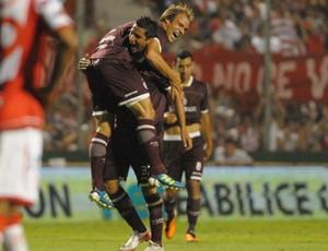 Lanus comemora gol sobre o Santa Fé (Foto: Divulgação/Site Oficial do Lanus)