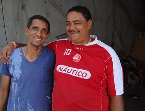 Nivaldo ao lado do amigo 'Negão', que foi importantíssimo em sua vida (Foto: Elton de Castro/Globoesporte.com)