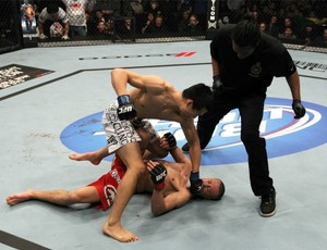 Chan Sung Jung nocauteia Mark Hominick no UFC 140 (Foto: Getty Images)