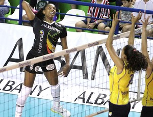 Fernanda Garay na partida de vôlei da Superliga (Foto: Alessandro Iwata / Divulgação)