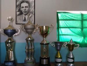 A modesta sala de troféus do Ypiranga (Foto: Elton de Castro/Globoesporte.com)