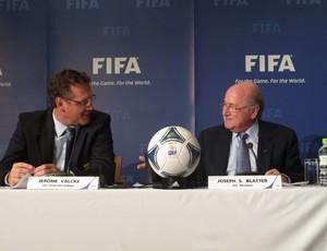 Jérôme Valcke e Jospeh Blatter em Tóquio (Foto: Thiago Dias / Globoesporte.com)