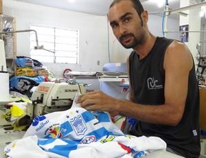 A Máquina de costura, 'mascote' do Ypiranga (Foto: Elton de Castro/Globoesporte.com)