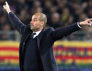 Pep Guardiola no jogo do Barcelona contra o Santos (Foto: Reuters)