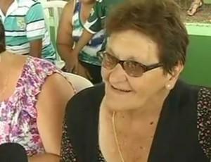 Mãe de Marcos chora ao falar sobre aposentadoria do goleiro (Reprodução / TV TEM)