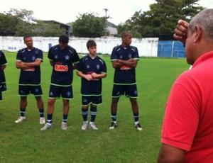 Marcos Nunes conversa com o elenco do Vitória-ES (Foto: Bruno Marques/Globoesporte.com)