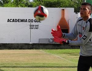 goleiro gustavo lee sport treino (Foto: Tiago Medeiros / Globoesporte.com)