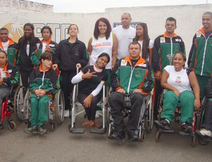 Para-atletas de Uberaba comemoram conquistas de 2011 (Foto: Divulgação / Adefu)