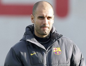 Pep Guardiola no treino do Barcelona (Foto: EFE)
