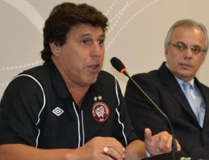 Juan Ramón Carrasco, técnico do Atlético-PR, em aprensetação (Foto: Site oficial do Atlético-PR)